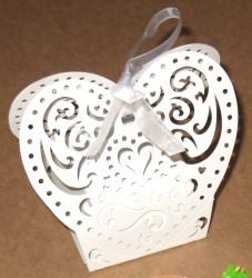 белые бомбоньерки сердце для свадьбы