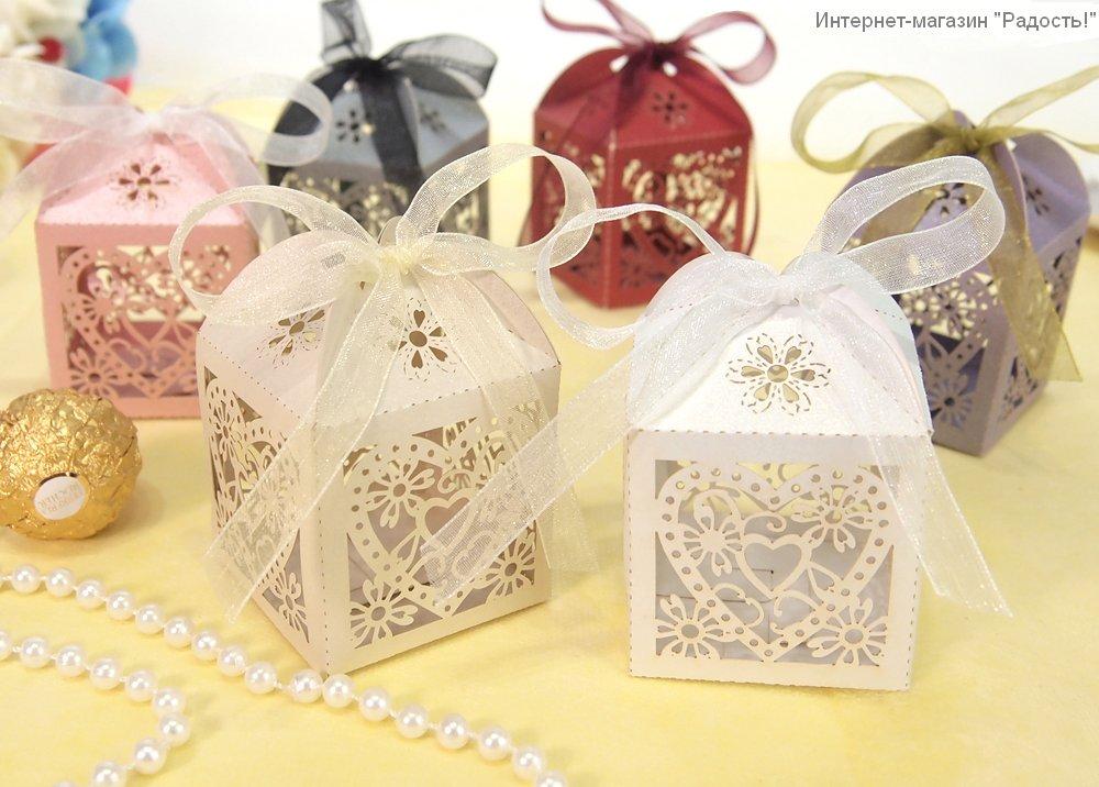 картонные ажурные коробочки-бомбоньерки для свадьбы
