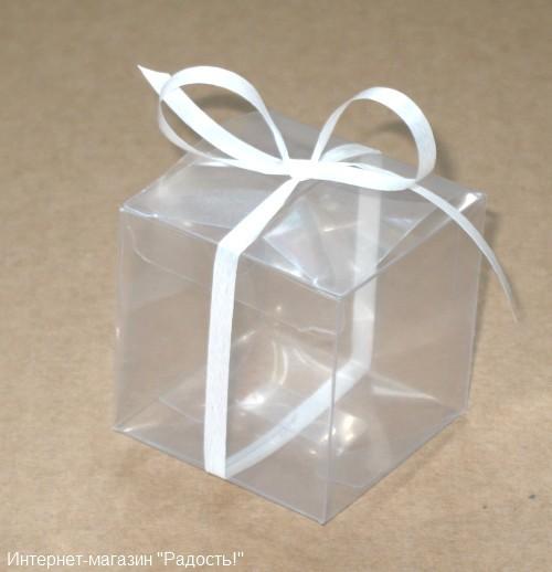 пластиковая подарочная коробка с белым бантом