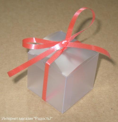матовая коробочка с бантом красного цвета