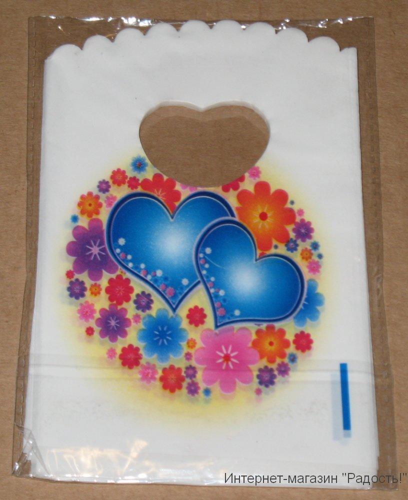 белые подарочные пакетики с сердечками и цветами, размер 9х15 см
