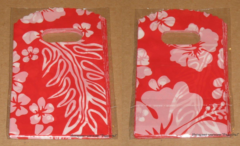 красные подарочные пакеты с белыми цветами
