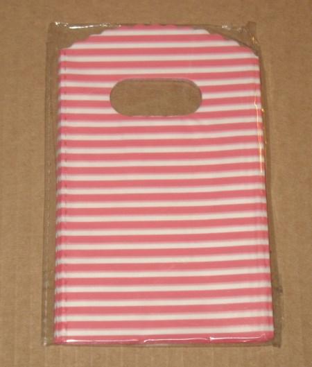 полосатые красно-белые пастиковые пакеты для мыла