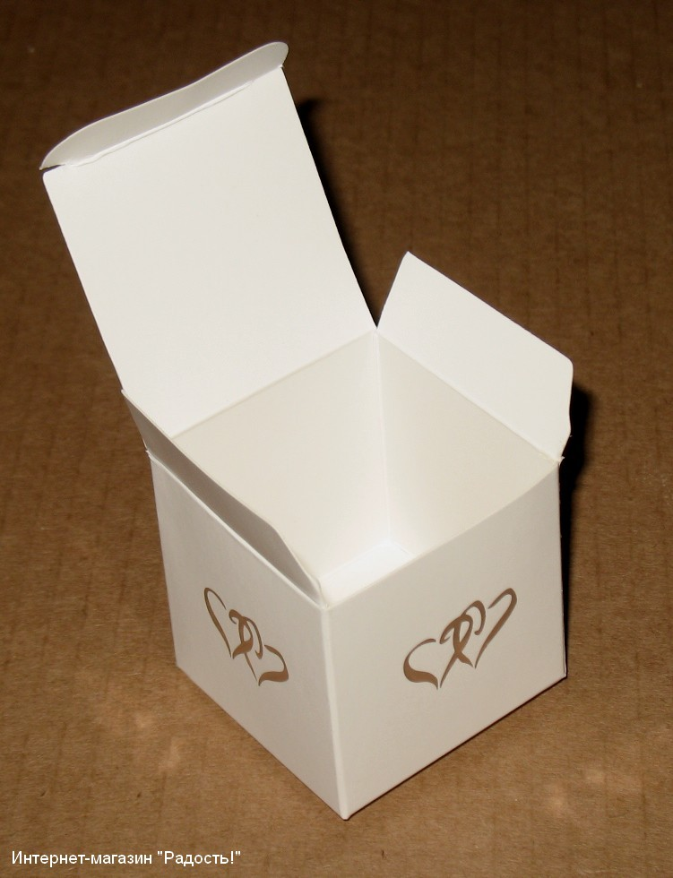 """Белая картонная коробочка """"Кубик"""" с сердечком, в раскрытом виде"""