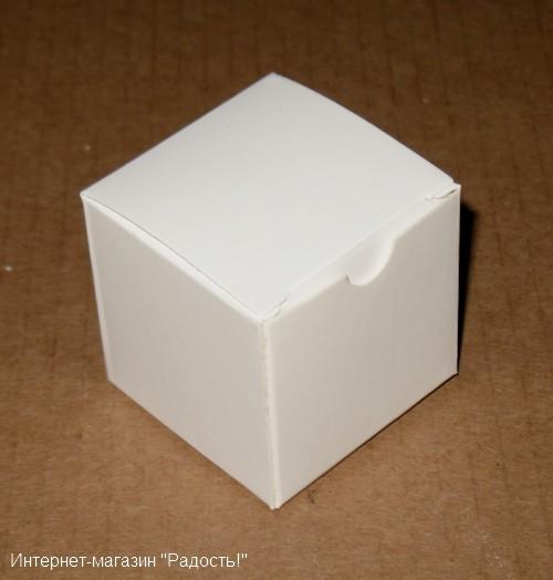 бомбоньерка белого цвета, размер 5х5 см