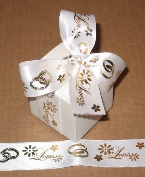 Фото коробочки со свадебной ленточкой