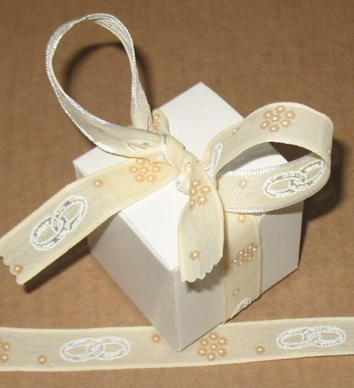 Бомбоньерки бежевого цвета со свадебным узором