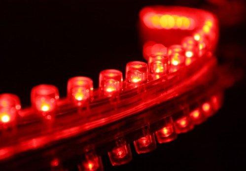 6010. Красная светодиодная лента в силиконовом корпусе, 24 светодиода, 12 Вольт / светодиодная подсветка