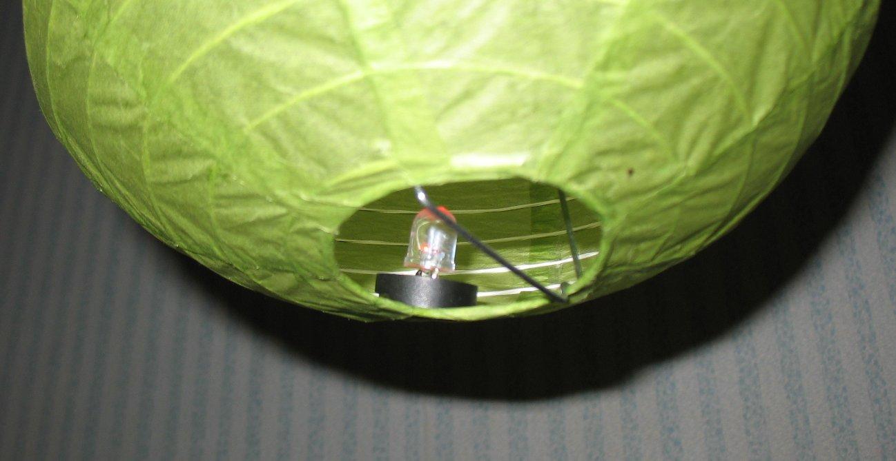 размещение подсветки внутри фонарика снизу - для украшения помещения, без сквозняков