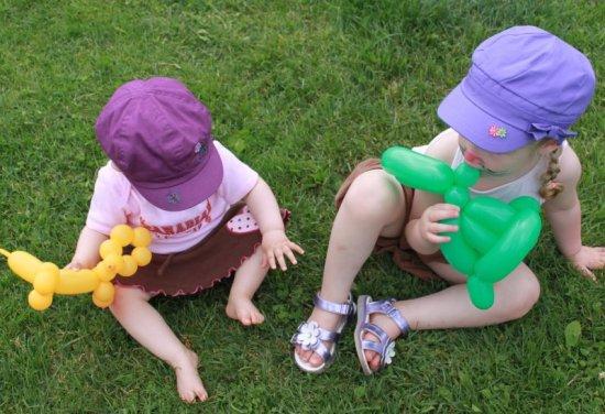 Дети с игрушками из ШДМ