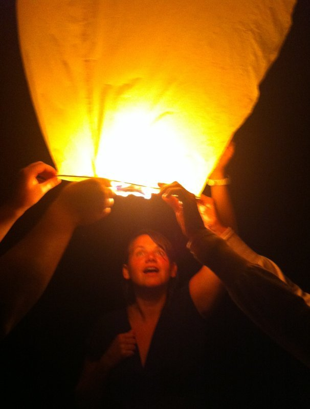 запуск небесных фонариков - это удовольствие!