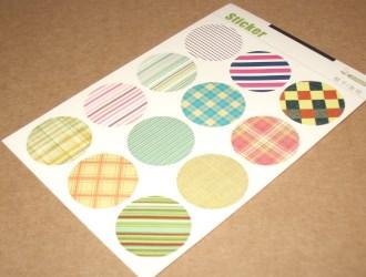 набор цветных круглых стикеров