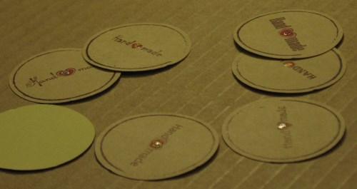 стикеры Handmade, с красным сердечком и блёстками, диаметр 38 мм, для товаров ручной работы / фото стикеров