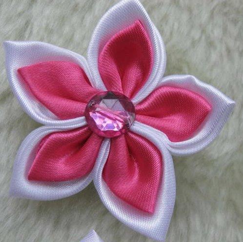 31 ярко розовые остролистые цветы из