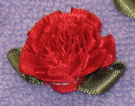 Розы из атласных лент с зелёными лепестками.  Красивые цветы среднего...