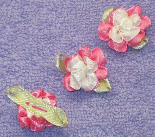 8035. Розово-белые цветы из атласных лент / оформление подарков своими...