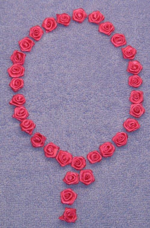 Розы с лепестками из атласных лент (30.