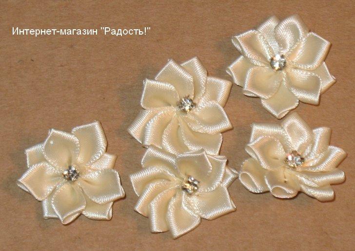 Цветок из атласной ленты своими руками на платье 60
