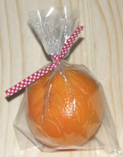 пластиковые твисты: завязывание целлофанового пакета