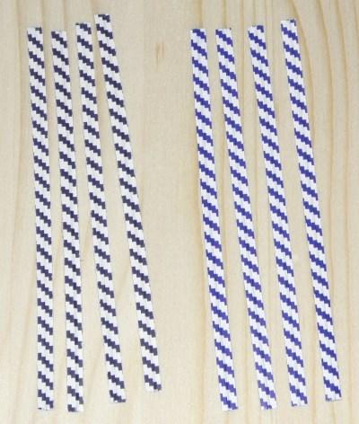 Бело-синие пластиковые твисты 10 см